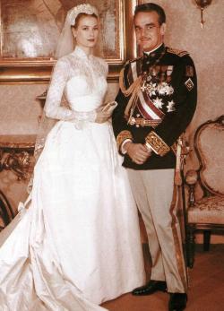 Kate Middleton Grace Kelly ruhájának másolatában