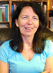 Dr. Komáromi Éva
