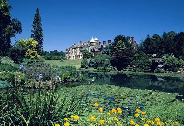 10 királyi palota kertje tavasszal - fotó