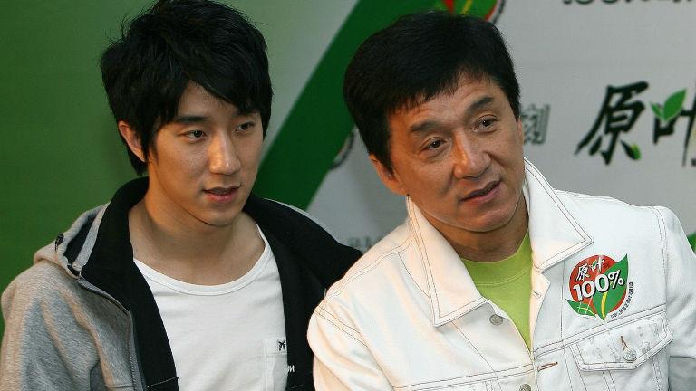 Bocsánatot kért fia drogügye miatt Jackie Chan