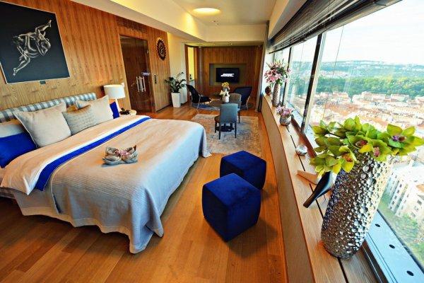 Egyszobás luxushotel a prágai tévétoronyban
