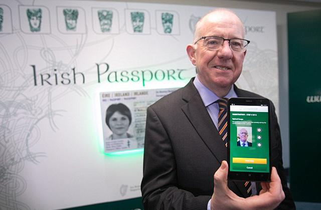 Igazolványkép helyett selfie kerülhet az útlevelekbe