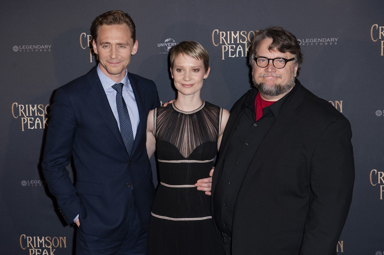 Tom Hiddleston, Mia Wasikowska és Guillermo del Toro a premieren