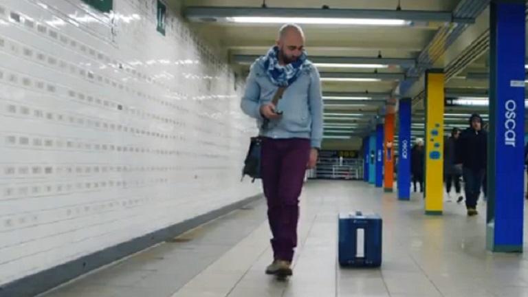 Megérkezett az utazók álma: kiskutyaként kísér a robotcsomag - videó