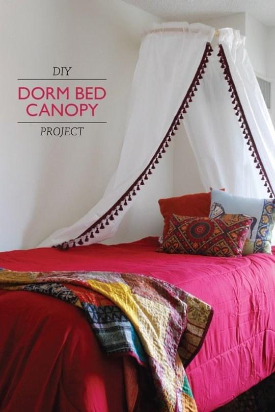 Így készíthetsz sikkes baldachinos ágyat saját kezűleg