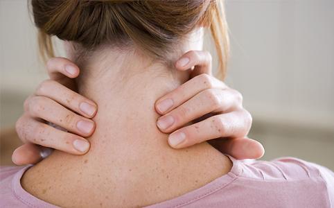 A nők a nyakukban hordják a lelküket?