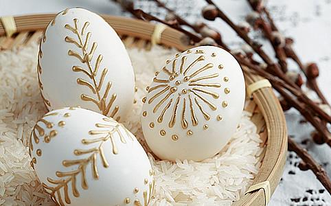 Tojásfestés népi technikákkal - 2 bámulatosan szép húsvéti tojás
