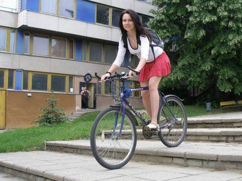 """Képtalálat a következőre: """"biciglizés szoknyába"""""""