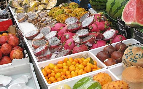 Egzotikus gyümölcsök a Naschmarkton