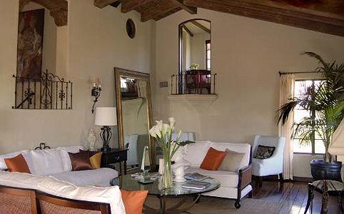 A nappaliban két erkély is található