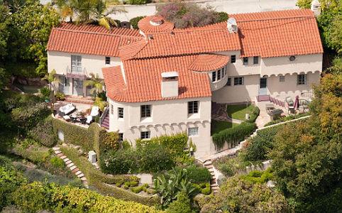 Hollywood legcsendesebb utcájában áll a ház