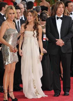 A Cyrus szülők, amint nagykörű lett sikeres lányuk beadták a válópert...