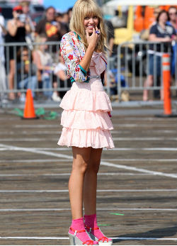 Miley, Hannah Montana szerelésben