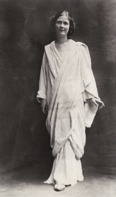 Isadora Duncan (1877-1927), American dancer, considered as the creator of modern dance. Ca. 1910. (Photo by adoc-photos/Corbis via Getty Images)