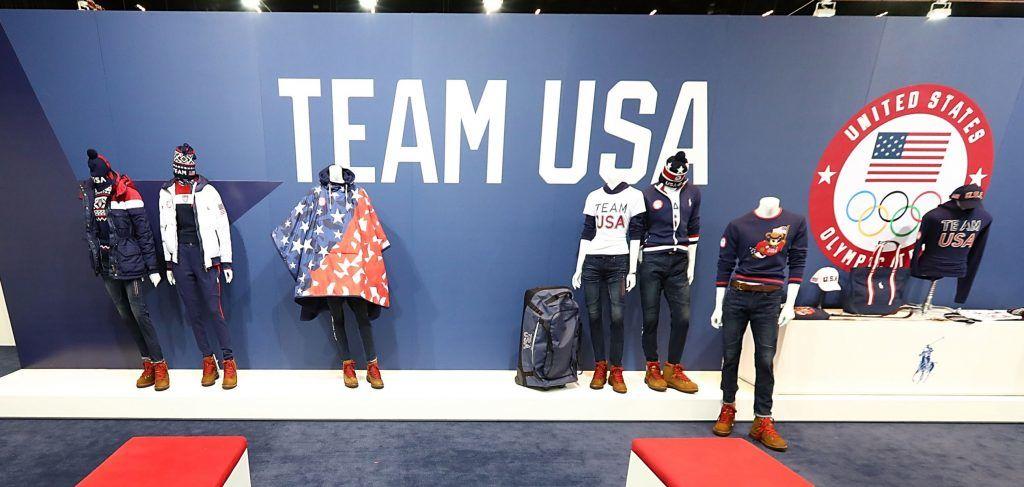 Az amerikai olimpiai csapat hivatalos formaruhái a 2018-as phjongcshangi  téli olimpiai játékokra (Fotó  Getty Images) 2a285d3d8b